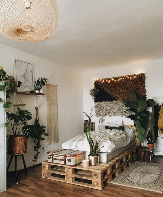 If you love the look of a boho bedroom like this one by @friederikchen, check out a bohemian bedroom decor shopping guide on Of Houses and Trees - featuring eco-conscious items from Made Trade.
