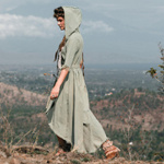 One of the easiest ways to start living a greener life is to quit fast fashion - and start supporting sustainable clothing companies like Kayame Boutique!