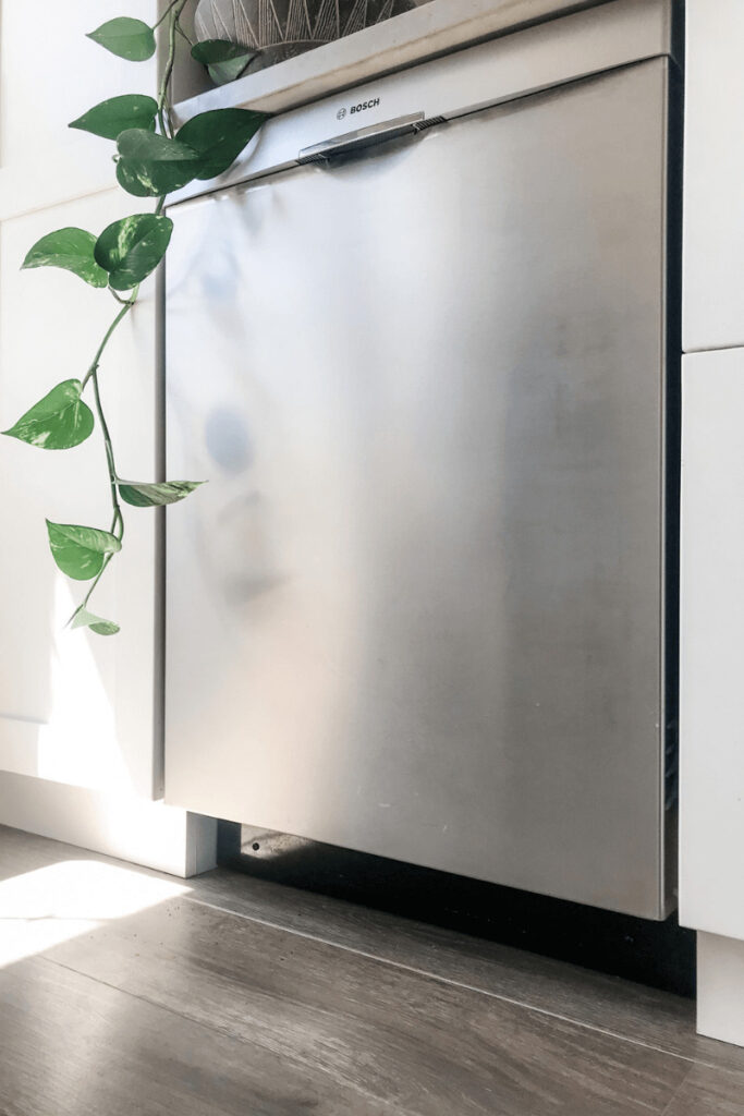 An energy efficient dishwasher needs to balance reduced energy consumption with water conservation - and here are five dishwashers that do just that!