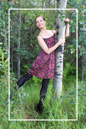 Hi! I'm Larissa and I'm a treehugger. On Of Houses and Trees, I aim to help you green your home - and your life. Let's be treehuggers together!